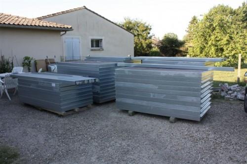 Un client installe lui-même 50 mètres de clôture
