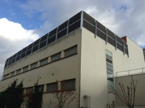 Installation murs anti-bruit sur le toit d'un immeuble