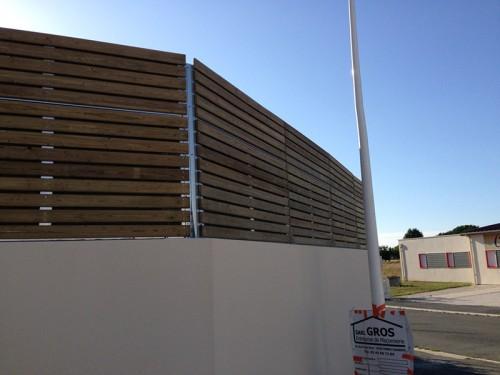Réduire le bruit de la station de lavage, une solution bois esthétique