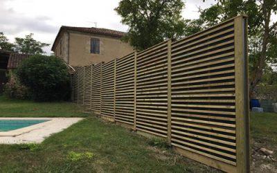 2 voisins s'entendent pour réaliser une clôture mitoyenne tout bois dans le Gers (32)