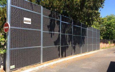 un mur anti bruit pour une station-service